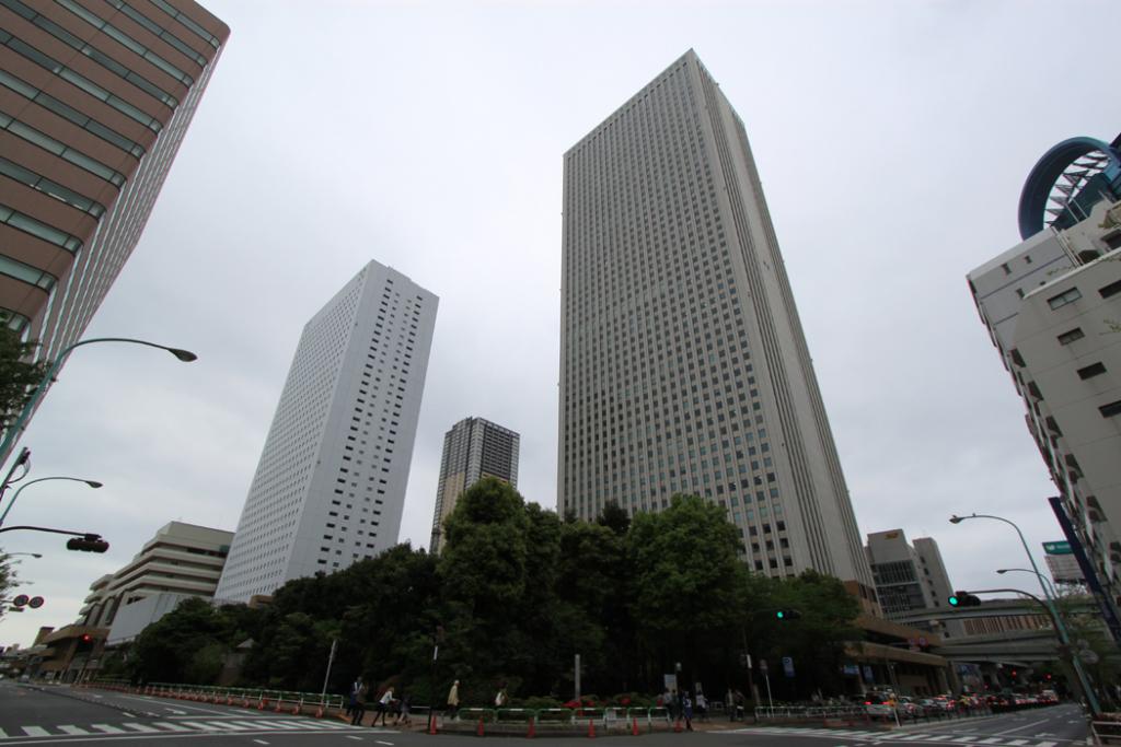 サンシャインシティプリンスホテル(左)、サンシャイン60(右)