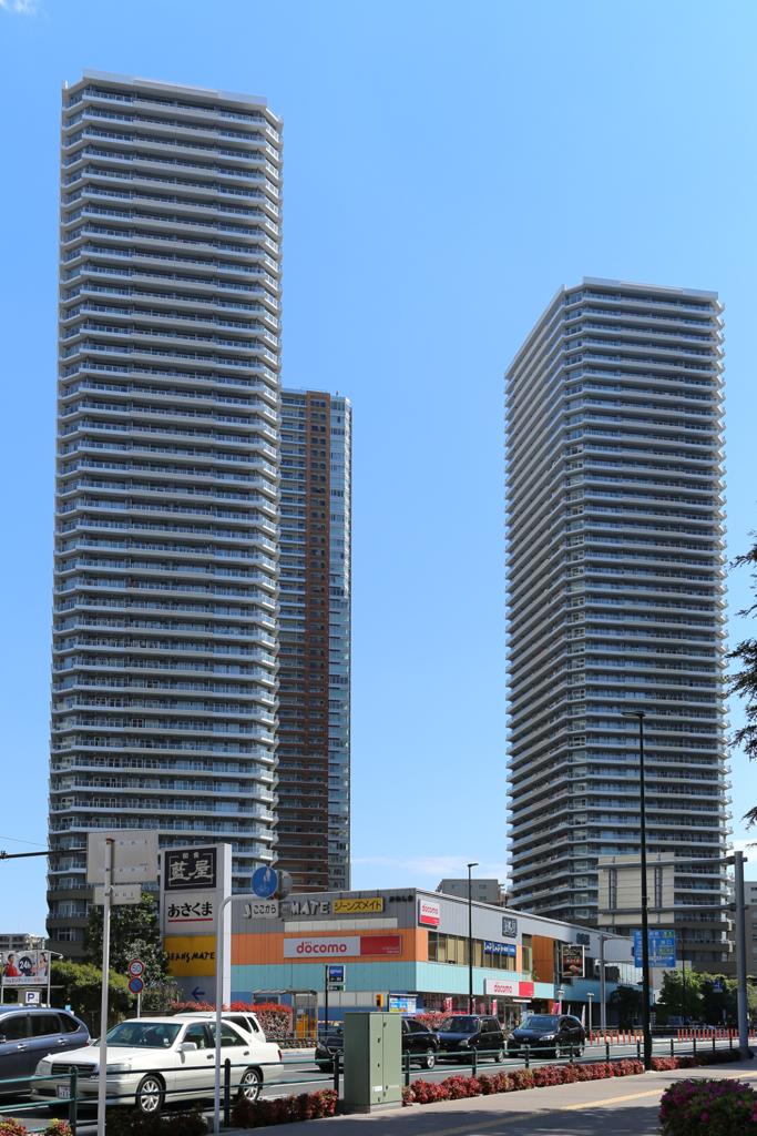 リエトコート武蔵小杉 イーストタワー(左)、リエトコート武蔵小杉 ザ・クラッシィタワー(右)